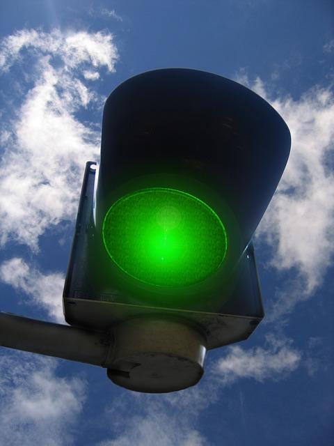 traffic-lights-208253_640